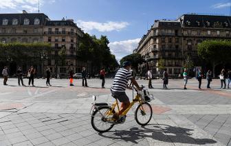 Dịch COVID-19 diễn tiến tồi tệ ở Pháp, trẻ em lan truyền virus