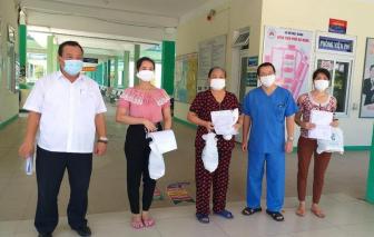 Điều dưỡng của Bệnh viện Đà Nẵng và 4 bệnh nhân COVID-19 khỏi bệnh