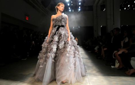 New York Fashion Week: Sự cố gắng yếu ớt của ngành công nghiệp thời trang trong đại dịch