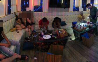 """Đột kích 2 quán karaoke ở Sài Gòn phát hiện 33 """"dân chơi"""" dương tính chất ma tuý"""