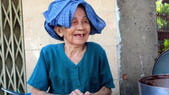 Gánh cháo đậu đen nước cốt dừa 50 năm của má Để