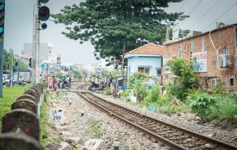 Xử lý dứt điểm tình trạng mở lối đi trái phép ngang đường sắt tại TPHCM