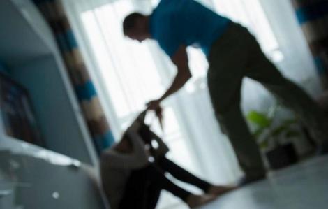 Bị chồng bạo hành vì thất nghiệp trong dịch COVID-19