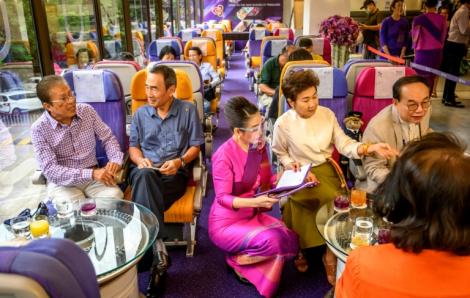 """Thái Lan: Trong khi du lịch lao dốc, quán """"cà phê máy bay"""" lại """"cất cánh"""""""