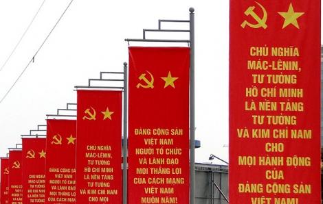 TPHCM: Không xã hội hoá trụ, bảng cổ động chính trị kết hợp quảng cáo thương mại