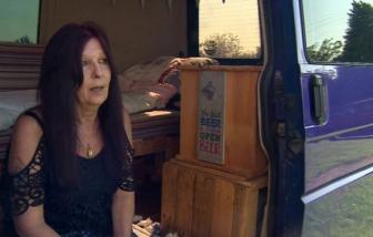 Khủng hoảng nhà ở Anh: Người phụ nữ 59 tuổi sống trong xe hơi!