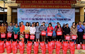Về Lâm Đồng, đi chợ không dùng túi ni-lông