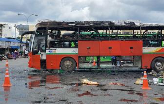 Xe khách bất ngờ bốc cháy ngay tại bến xe miền Đông