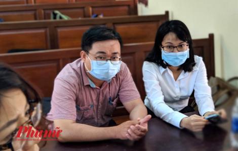 Vụ thầy giáo dạy Văn kiện trường học, tòa bất ngờ đình chỉ vụ án