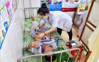 Biến chứng nặng vì sốt xuất huyết vẫn uống thuốc trị bệnh nền