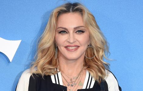 Madonna chi tiền làm phim về cuộc đời mình: Liệu có tự mãn?