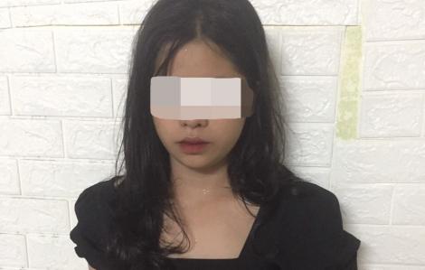 Tìm việc làm qua mạng, 5 nữ sinh bị ép làm nhân viên quán karaoke