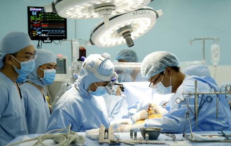 TPHCM: Bác sĩ bệnh viện tuyến quận quyết định để tim vẫn đập trong ca mổ bắc cầu mạch vành