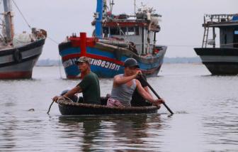 Quảng Trị, Thừa Thiên - Huế oằn mình chống bão số 5
