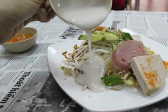 """Những món ăn kèm nước cốt dừa """"lịm tim"""" của người miền Tây ở Sài Gòn"""