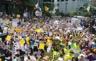 Bị phản đối kịch liệt, Hàn Quốc rút sách giáo dục giới tính khỏi trường học
