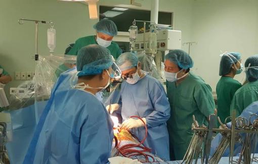 Người vợ ở Đài Loan nén đau thương hiến tạng của chồng, cứu bệnh nhi 11 tuổi