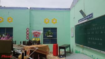 Cô hiệu trưởng bật khóc nhìn trường học tan hoang sau bão dữ
