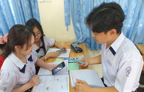 Muôn vàn hệ lụy nếu cho học sinh dùng điện thoại trong giờ học