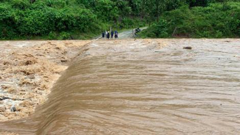 Phó thủ tướng yêu cầu theo dõi chặt chẽ diễn biến mưa lũ sau bão số 5