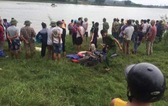 Lao xuống sông cứu người, tài xế xe tải bị nước cuốn trôi