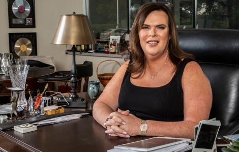 """Khi CEO quyết định """"xé kén"""" cho cả thế giới biết mình là người chuyển giới"""