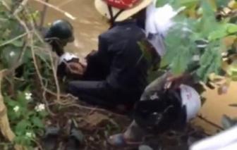 Phát hiện thi thể 2 thanh niên bên cạnh chiếc xe máy
