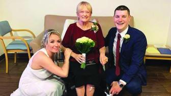 Đám cưới trong bệnh viện và tâm nguyện người mẹ sắp qua đời