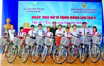 """30 năm học bổng Nguyễn Thị Minh Khai: """"THẮP SÁNG NHỮNG ƯỚC MƠ"""""""
