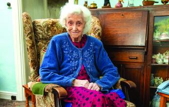 Cụ bà đón sinh nhật 100 tuổi tại căn nhà nơi mình sinh ra