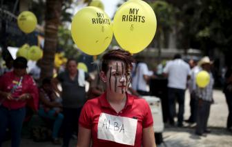 Một phụ nữ El Salvador được trả tự do sau án tù 30 năm cho tội... sảy thai