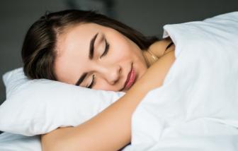 Điều gì xảy ra với làn da khi đi ngủ quên tẩy trang?