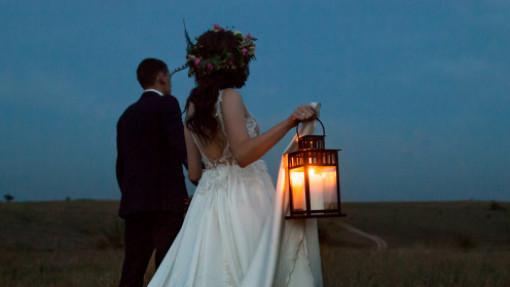 Bùng nổ cưới những ngày COVID-19 im hơi: Càng lao đao, càng trọng đại