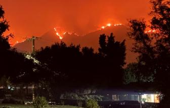 Cháy rừng tái bùng phát dữ dội ở California