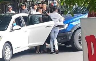 """Bắt nhóm """"bắt cóc"""", đập phá xe của người dân giữa đường"""