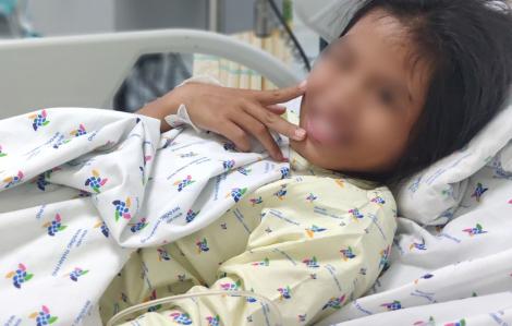 Nghĩ ba mẹ thương em hơn, bé gái uống thuốc tự tử