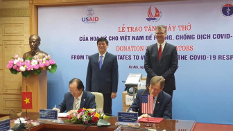 Mỹ tặng Việt Nam 100 máy thở giúp phòng, chống đại dịch COVID-19