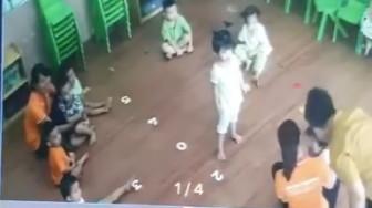 Lào Cai: Bố đánh bé 2 tuổi ngay tại lớp vì giành đồ chơi với con mình
