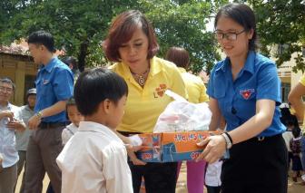 Quà và học bổng cho học sinh tỉnh Đắk Nông