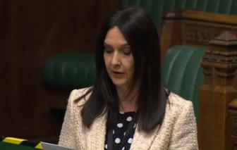 """Nữ chính trị gia Anh bị điều tra vì tội che giấu bản thân """"dính"""" COVID-19"""