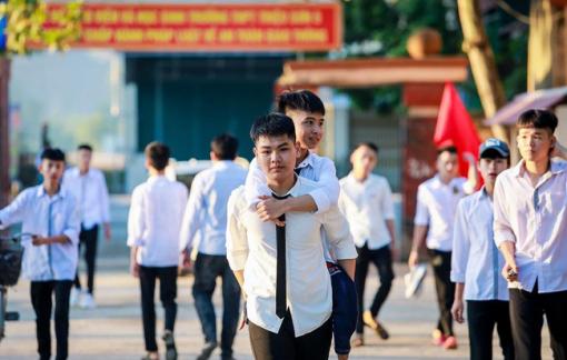 Lý do Trường ĐH Y Hà Nội không thể đặc cách cho nam sinh 10 năm cõng bạn tới trường