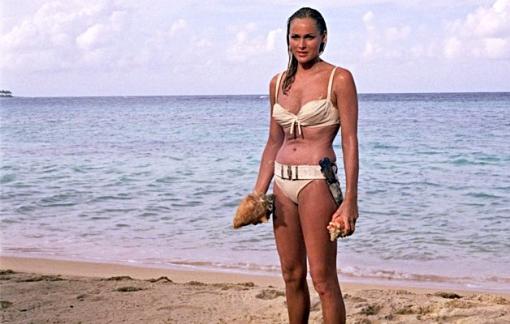 Bộ bikini trong phim James Bond được đấu giá với mức 11 tỉ đồng