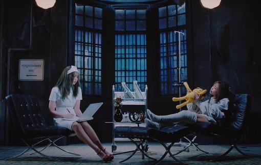 BlackPink xoá cảnh nhạy cảm trong MV: Trông người mà ngẫm đến ta