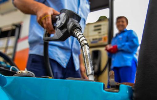 Giá xăng dầu đồng loạt tăng nhẹ