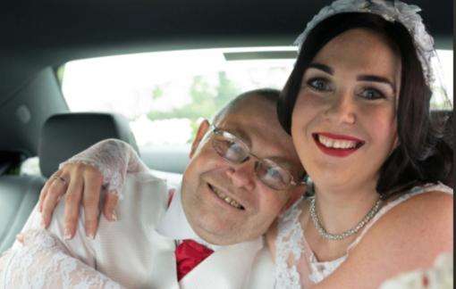 Cô dâu cứu sống cha mình khi bị đột quỵ ngay tại tiệc cưới