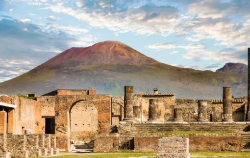 """Trả lại cổ vật lấy cắp 15 năm từ di tích Pompeii vì """"sợ lời nguyền"""""""