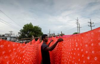 Dệt nhuộm trong ngành thời trang đang bức tử những dòng sông