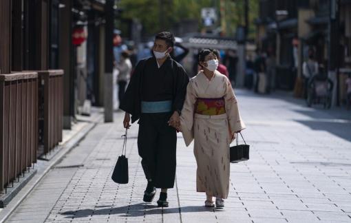 Những cặp vợ chồng Nhật thường giấu nhau điều gì?