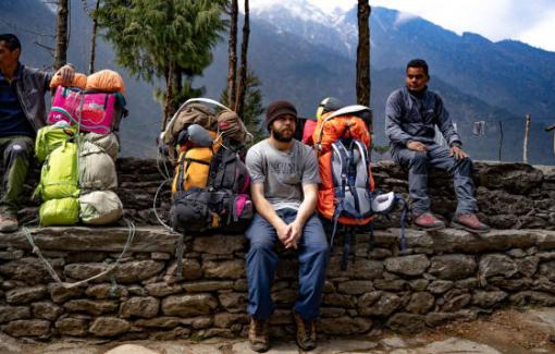 Tây làm cửu vạn leo đỉnh Everest