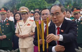 Đoàn đại biểu dự Đại hội Đảng bộ TPHCM tưởng nhớ Chủ tịch Hồ Chí Minh, các anh hùng liệt sĩ